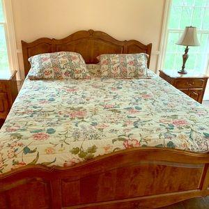 Other - Queen bedspread